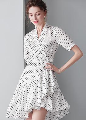 913043 欧美时尚女装波点连衣裙短袖系带蝴蝶结不规则荷叶边裙子
