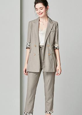920069 2019初秋新款女装西装套装 双排扣西服外套休闲西裤两件套