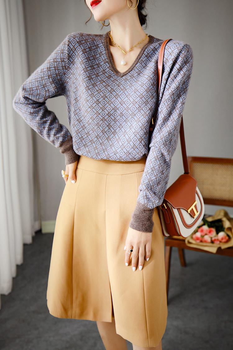 设计感格纹羊绒衫女长袖 037071时尚套头V领宽松毛衣针织打底衫秋