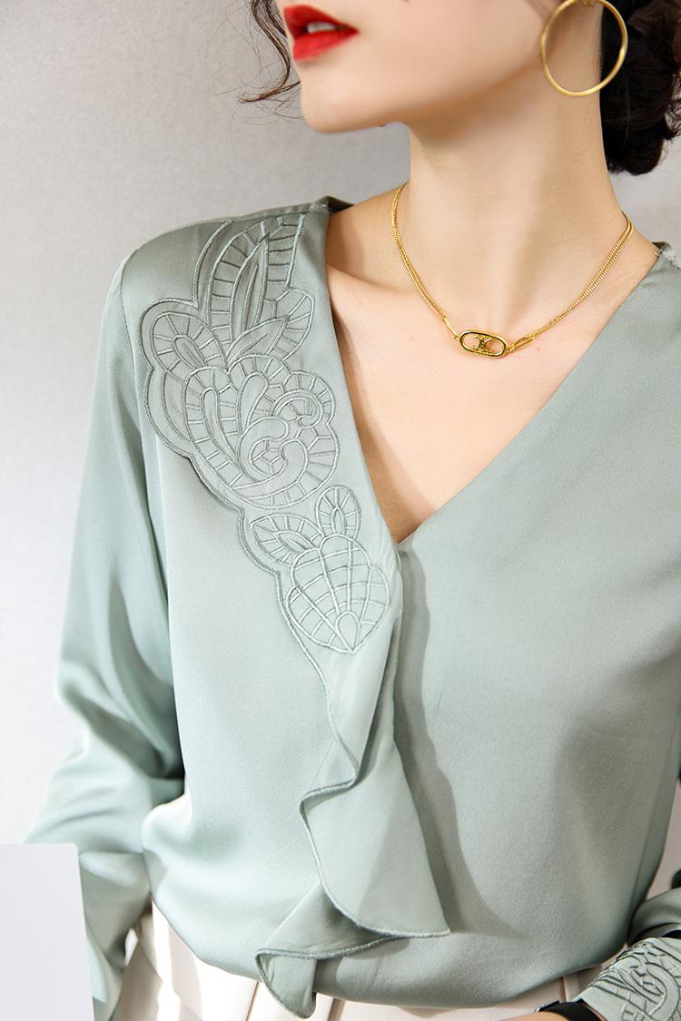 欧货新款长袖真丝衬衫 124023法式小众刺绣V领百搭通勤荷叶边上衣
